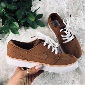 Nike Women's Sneaker Size 7